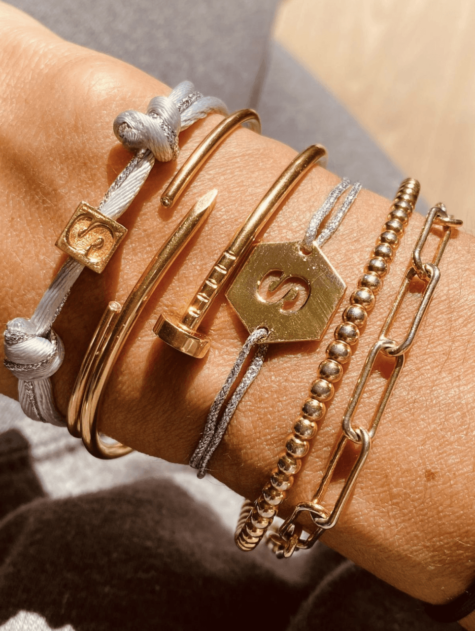 Gouden initial cube armband